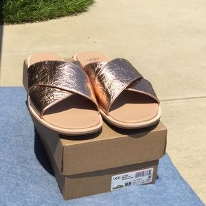 UGG Joni Metallic Rose Gold sandal LAST ONE